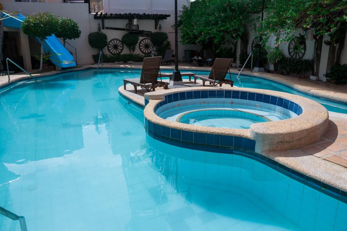 Swimming pool7